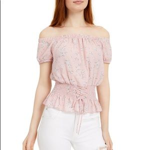 Adorable 😍 blouse whit lace medium size new